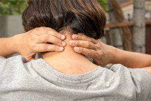 肩こり疲労感とオイルマッサージと炭酸水のデトックス効果について
